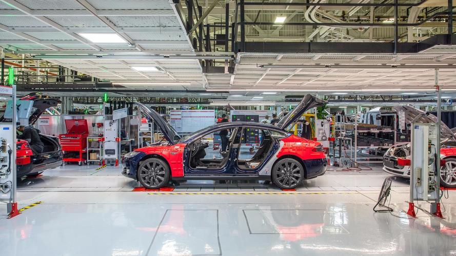 Tesla renvoie des centaines d'employés après leur évaluation de rendement