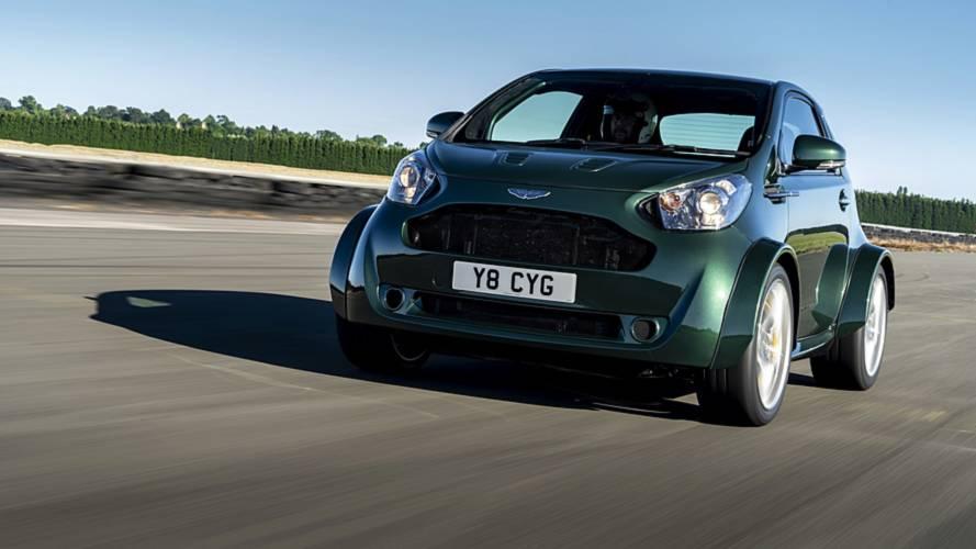 Ha valami, ez beteg: V8-as szívómotort tettek az Aston Martin Cygnetbe