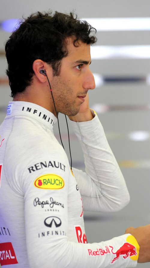 Ricciardo 'surprised' by Lotus' Renault struggle