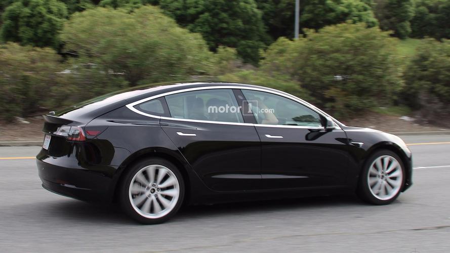 Tesla Model 3 Kémfotók