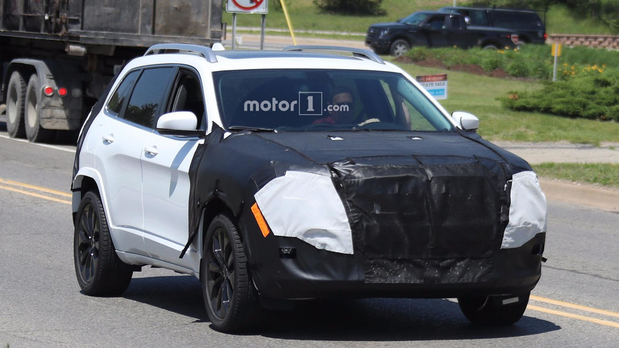 2018 Jeep Cherokee facelift spy photos
