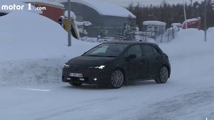 2019 Toyota Corolla iM / Auris Caught In The Cold At Gas Station