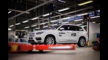 Volvo, la XC90 che guida da sola è realtà