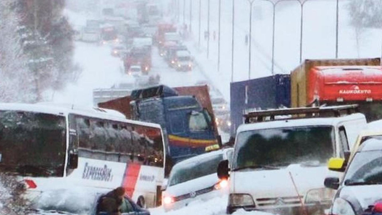200 car pile up in Vantaa Finland 03.02.2012