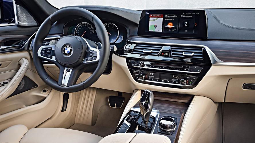 BMW adopte Deezer et Napster