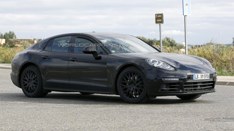 2016 Porsche Panamera spied in action [video]