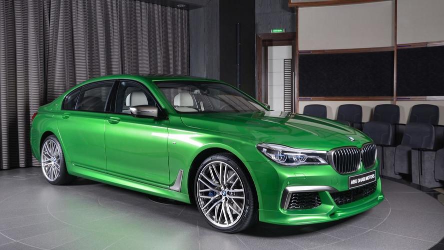 Rallye Yeşili bu BMW M760Li yürüyen Individual kataloğu gibi