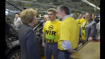 Il Cancelliere della Germania, Angela Merkel, in prima linea nel salvataggio di Opel