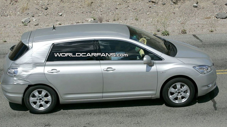 Toyota Mark X Zio hydrogen fuel cell vehicle Spied