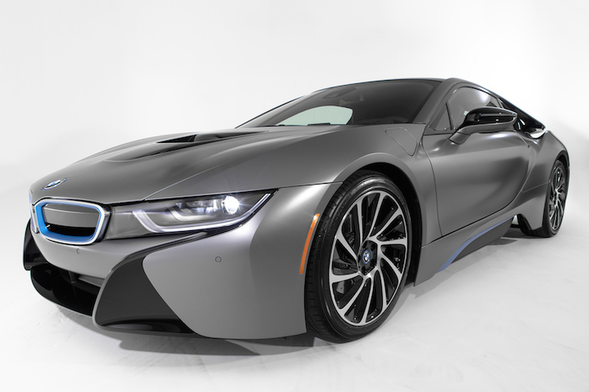 BMW i8 Auctions for an Insane $825K: Pebble Beach