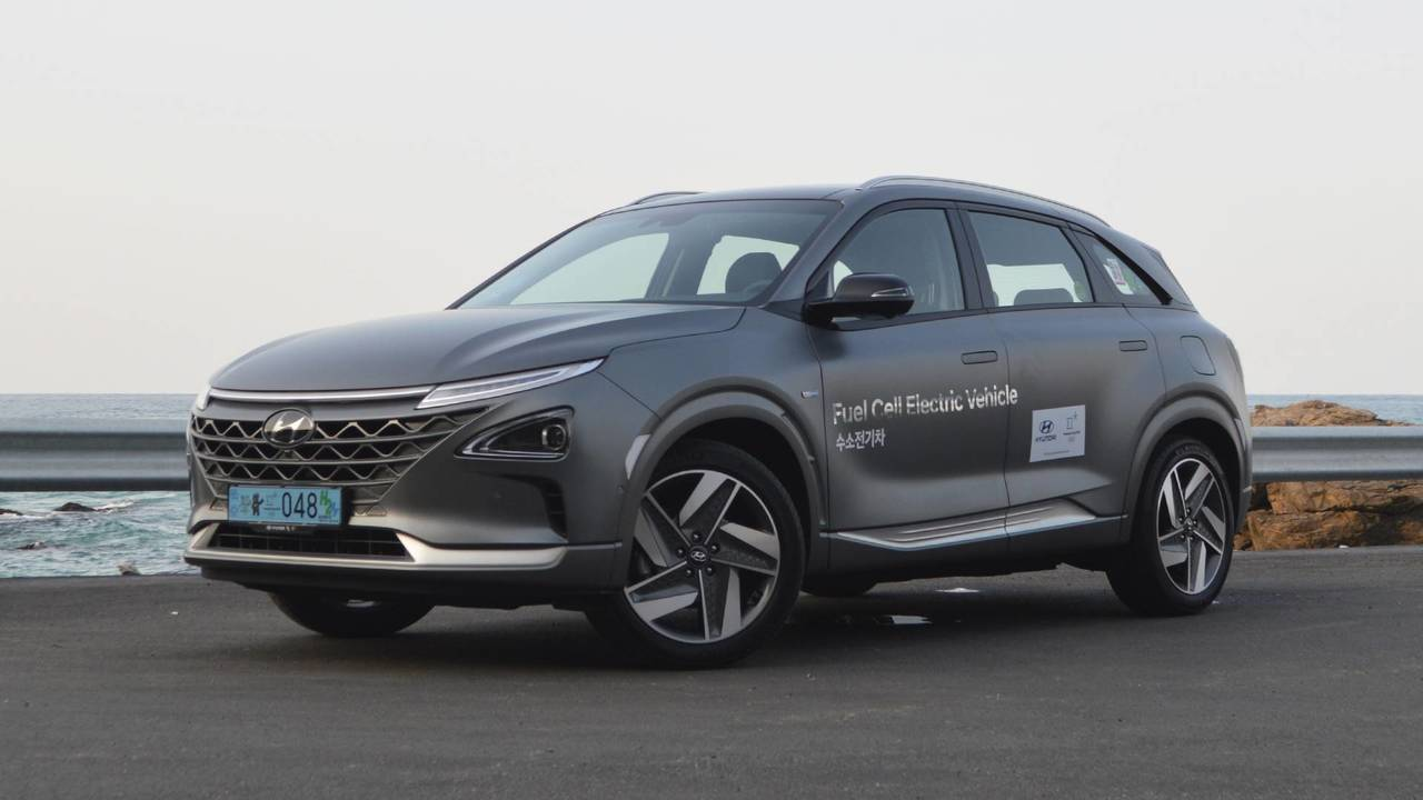 2019 Hyundai Nexo First Drive Hydrogen Cars Are Real And Really Good