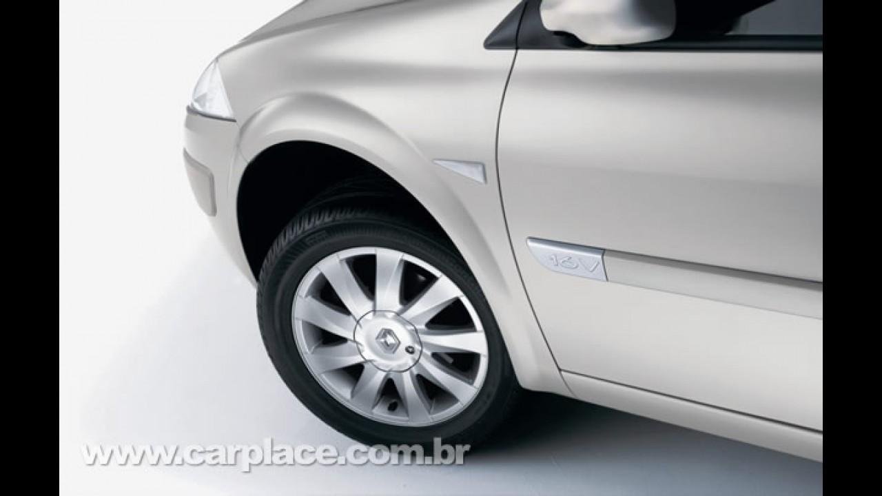 Renault lança linha Mégane Sedan e Grand Tour 2010 com novidades visuais externas e internas