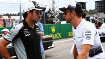 Sergio Perez, Sahara Force India F1, sürücü geçit töreninde Jenson Button'la, McLaren birlikte