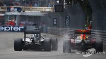 Lewis Hamilton, Mercedes AMG F1 W07 et Daniel Ricciardo, Red Bull Racing RB12