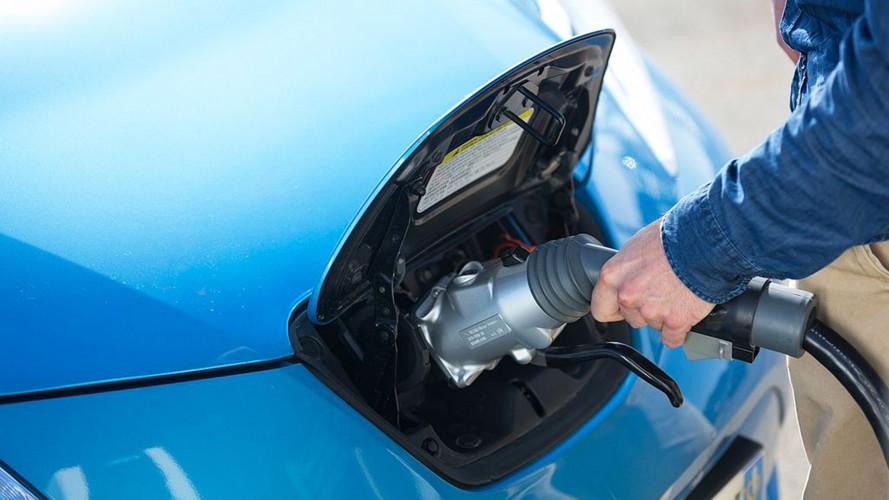 Auto elettriche, in arrivo le prime colonnine per la ricarica ultraveloce