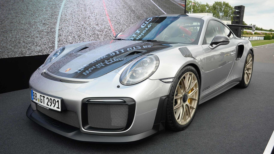 Porsche 911 GT2 RS Storms Into Goodwood With 690 HP, 553 LB-FT