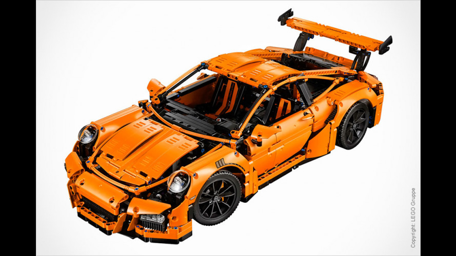 Teures Spielzeug in Lava-Orange