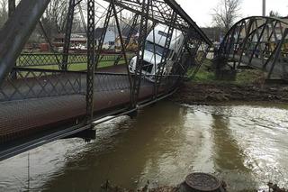 Young Semi Truck Driver Destroys Bridge Built in 1880