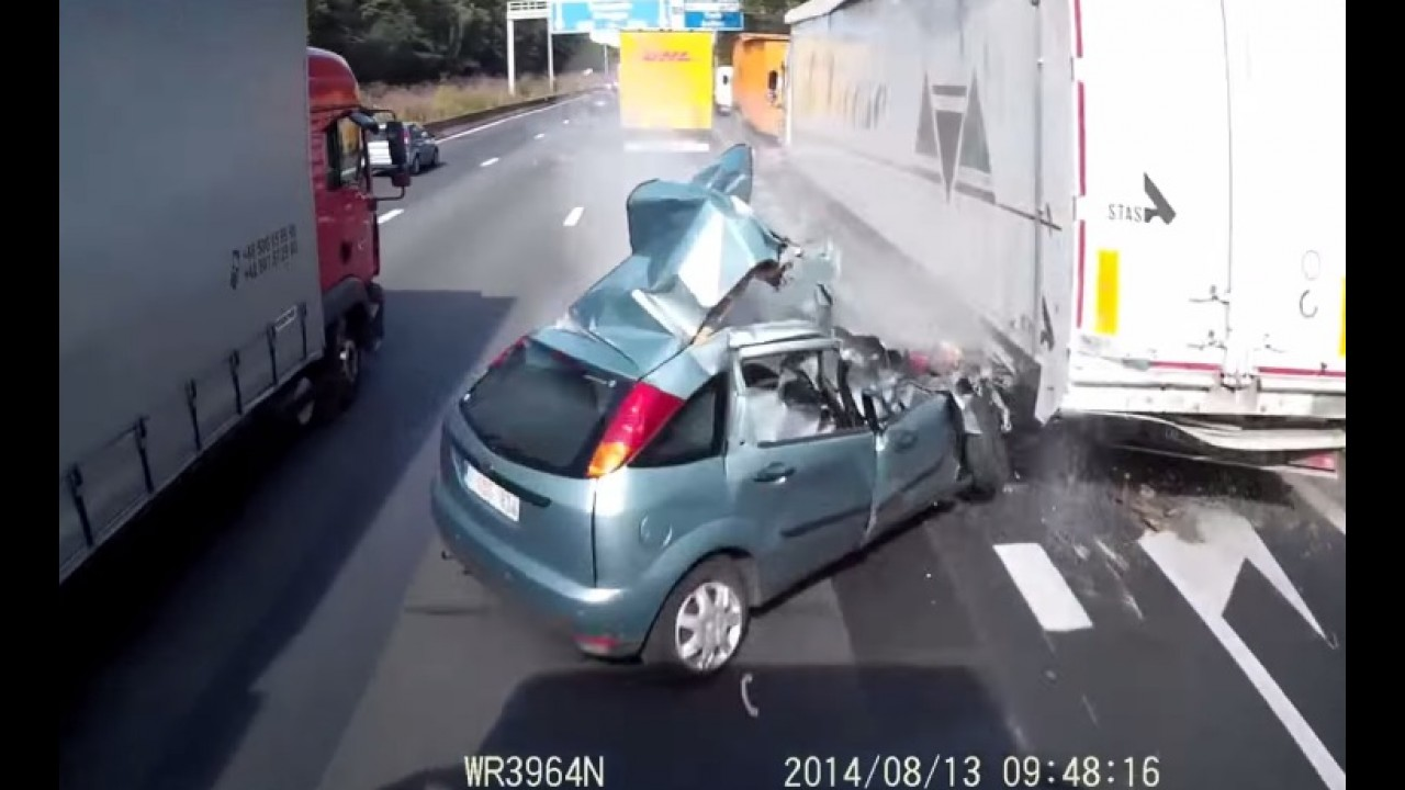 Vídeo: motorista de Focus escapa da morte em rodovia da Bélgica