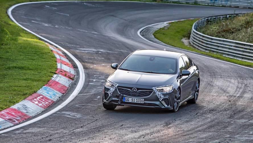 L'Opel Insignia GSi à l'aise sur le Nürburgring