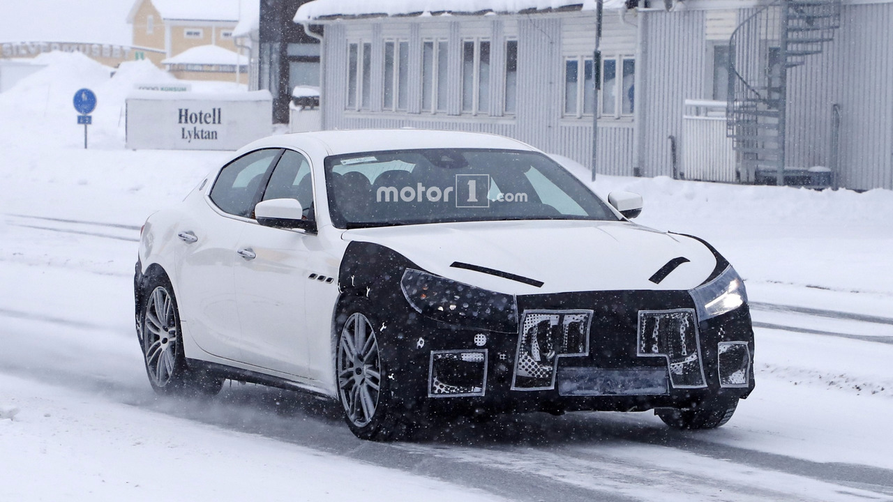 2018 maserati sedan. brilliant 2018 2018 maserati ghibli facelift spy photo to maserati sedan