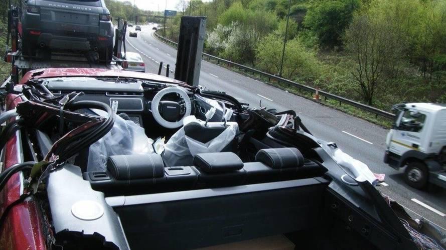 Şanssız tır şoförü ilk Convertible Velar'ı üretmeyi başarmış