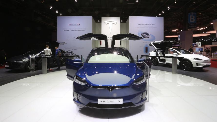 Tesla Model X'in kapıları ne kadar güvenli?