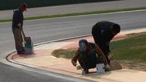 Finishing touches are made to the circuit - Formula 1 World Championship, Rd 17, Korean Grand Prix, 21.10.2010 Yeongam, Korea