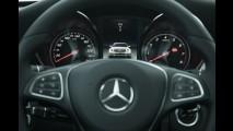 Teste CARPLACE: Mercedes C180 faz entrada com classe