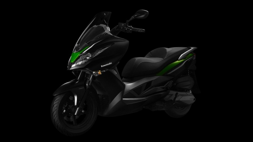 Kawasaki revela o J300, primeiro scooter da marca no mundo