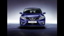 Versão de produção do Nissan Pulsar é flagrada em estacionamento