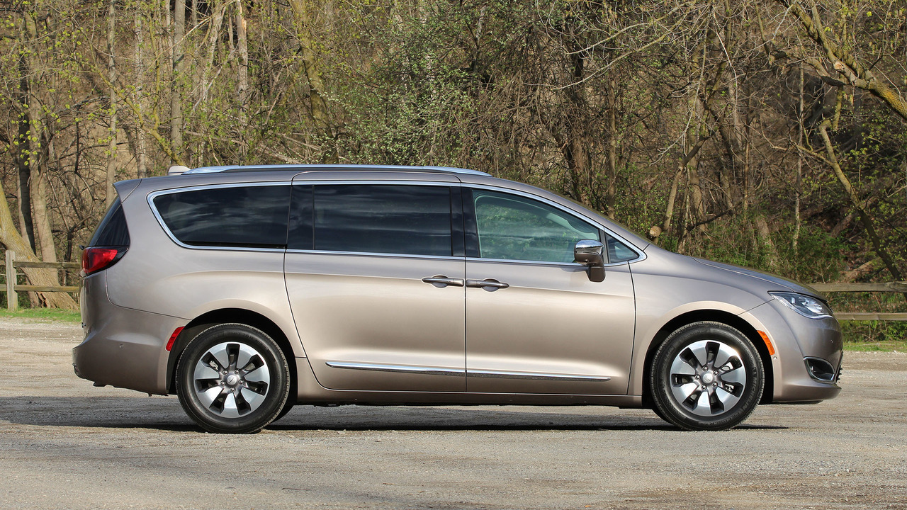 Popular 2017 Chrysler Pacifica Hybrid Review The NoFuss GasSaver