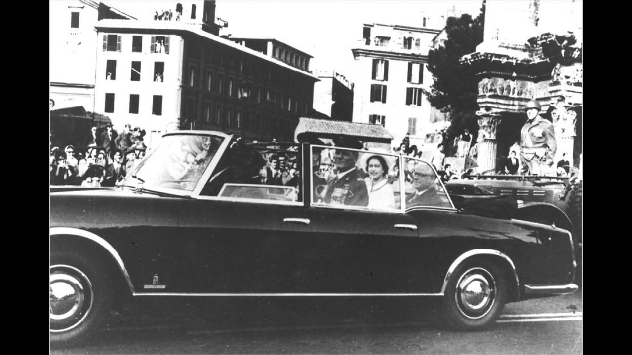 Lancia Flaminia Presidenziale: An Bord die Queen und Giovanni Gronchi, italienischer Präsident von 1955 bis 1962.