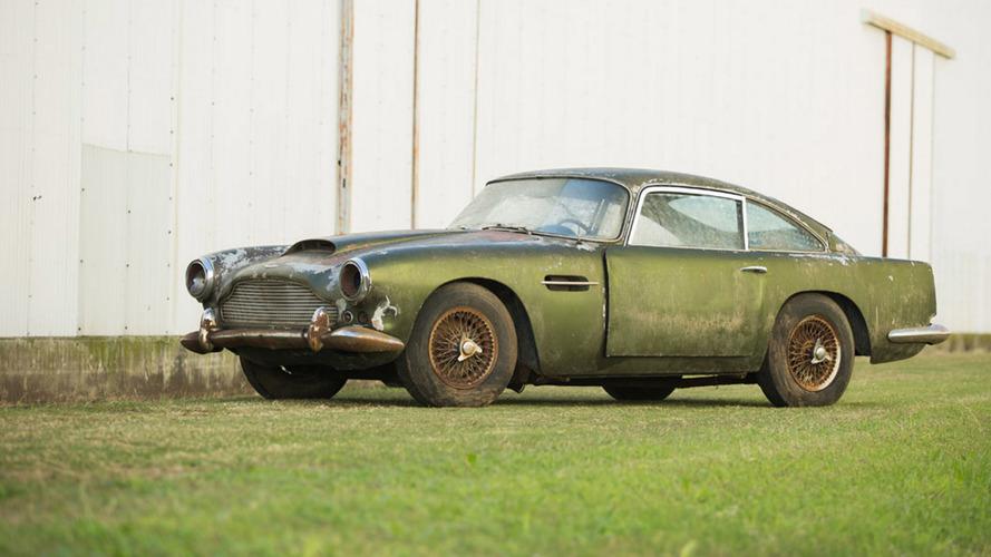 Une Aston Martin DB4 sortie de grange aux enchères