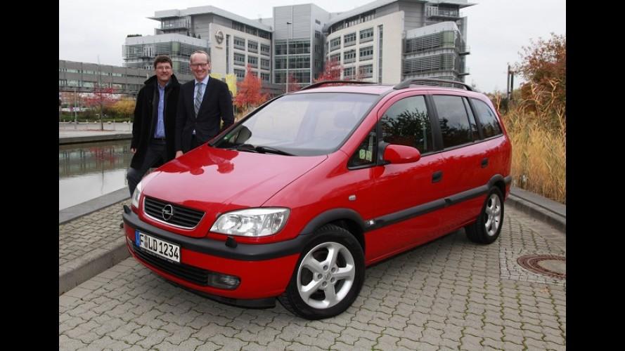 Zafira 2002 impecável percorre 500 mil km e ganha homenagem de CEO da Opel