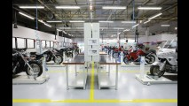 Honda promete dobrar produção do PCX para acabar com ágio - veja balanço 2013 da marca