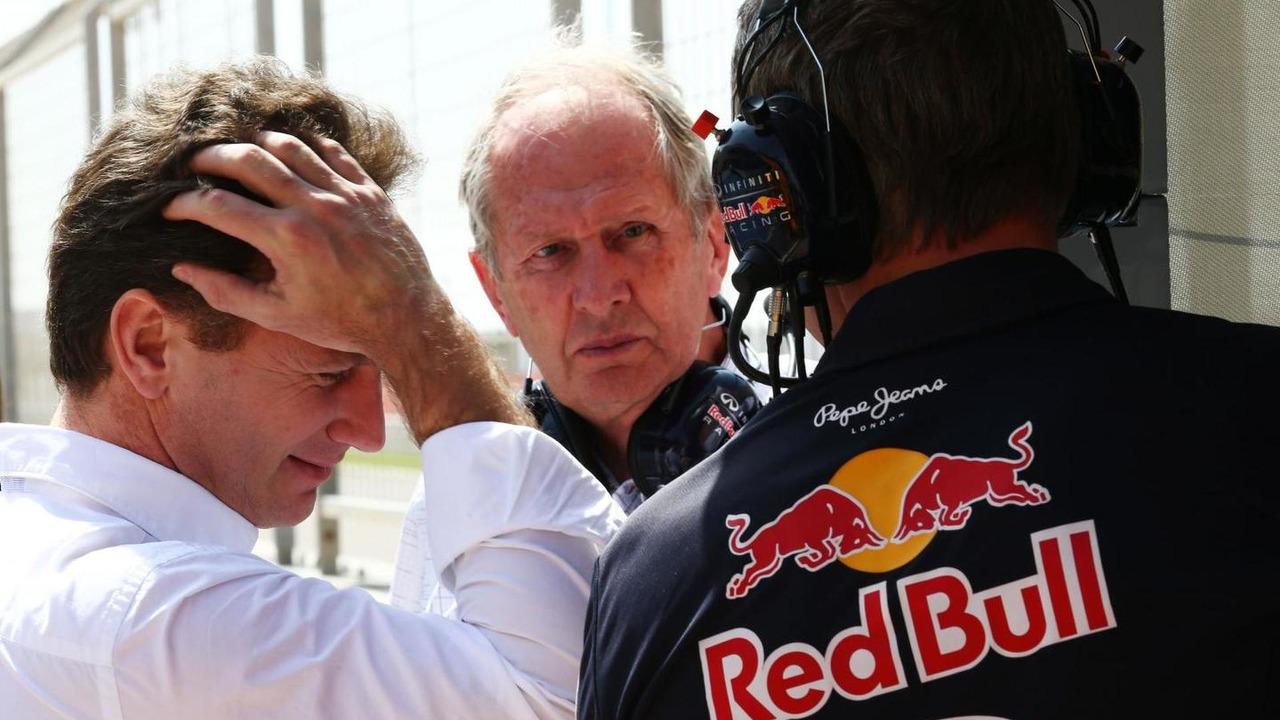 Christian Horner (GBR) with Dr Helmut Marko (AUT) and Jonathan Wheatley (GBR), 01.03.2014, Bahrain Test Two, Day Three, Sakhir, Bahrain / XPB