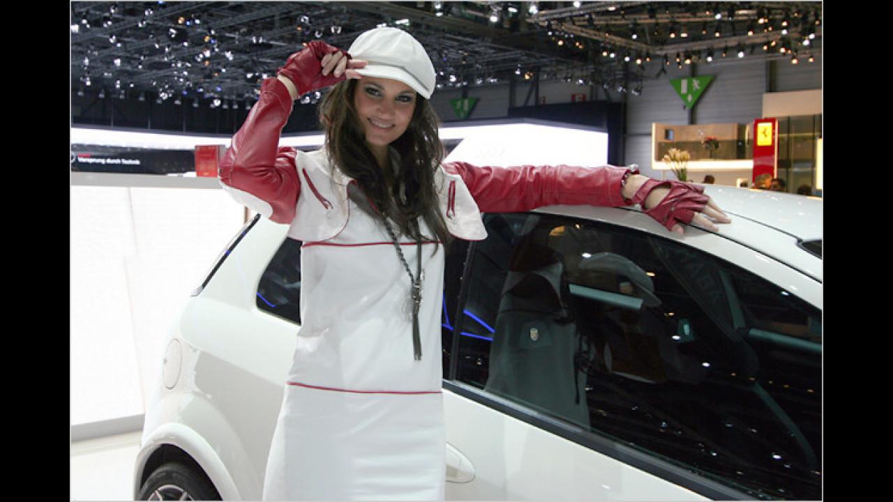 Das behütetste Mädchen der gesamten Autoausstellung