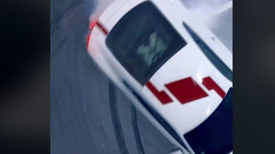 Audi R8'in arkadan itişli olacağını kanıtlayan donatlar çizişini izleyin