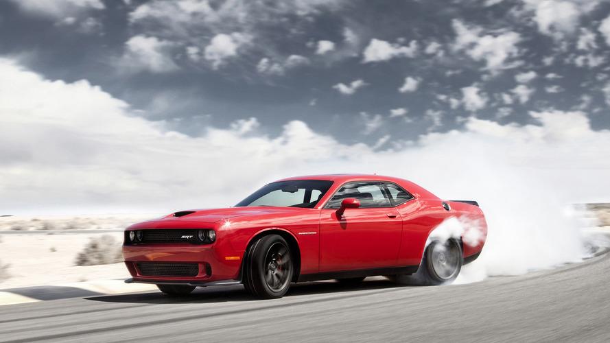 VIDÉO - Dodge Challenger contre Corvette C6