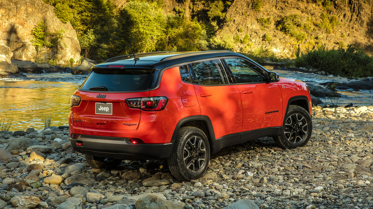 2017 jeep compass makes u s debut with 180 hp up to 30 mpg. Black Bedroom Furniture Sets. Home Design Ideas