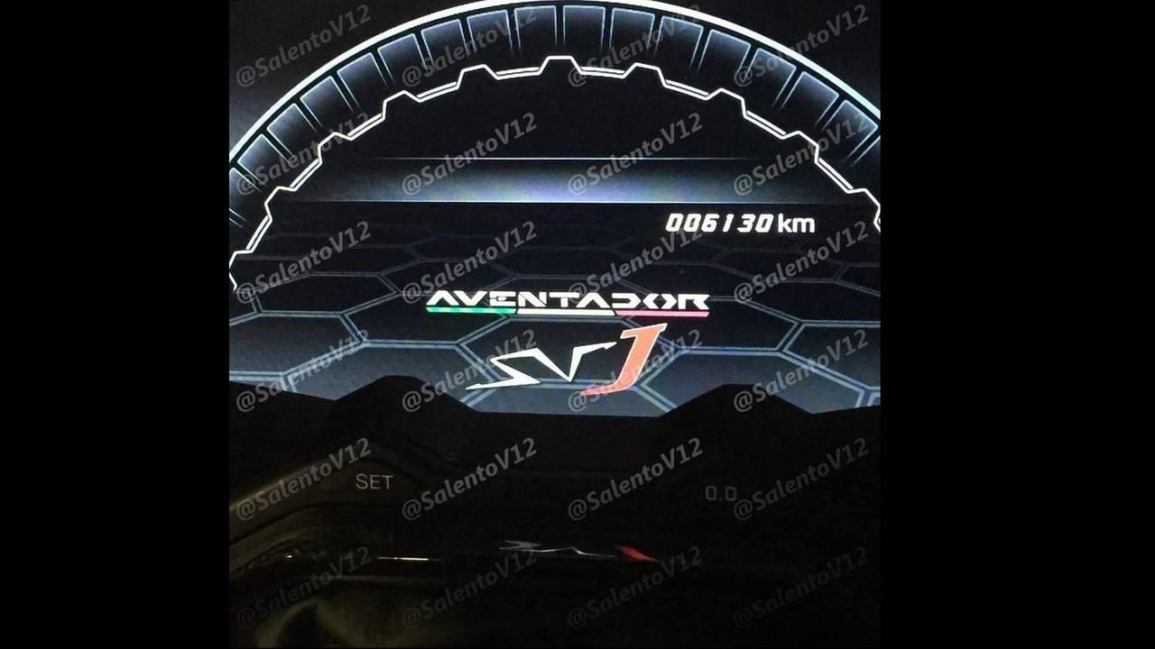 Lamborghini Aventador SVJ gösterge paneli