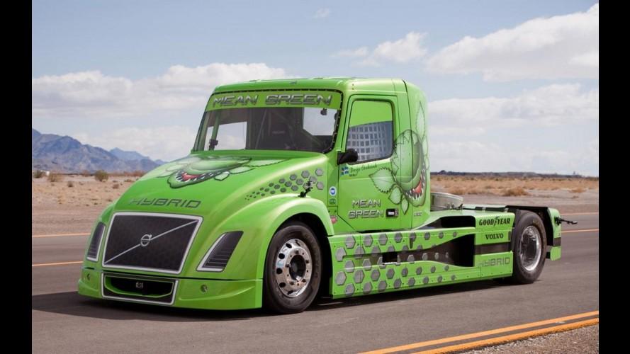 Caminhão híbrido da Volvo acelera mais que Porsche em Nürburgring