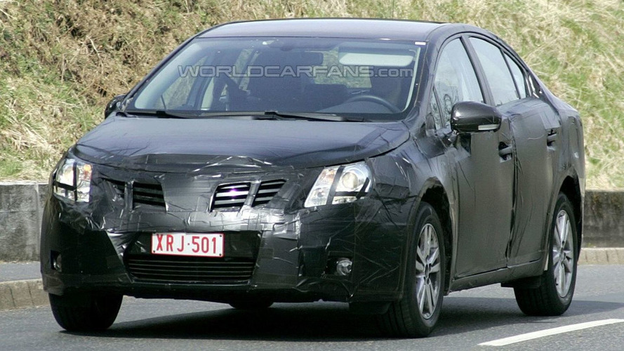 Fresh New Toyota Avensis Sedan & Estate Spy Pics