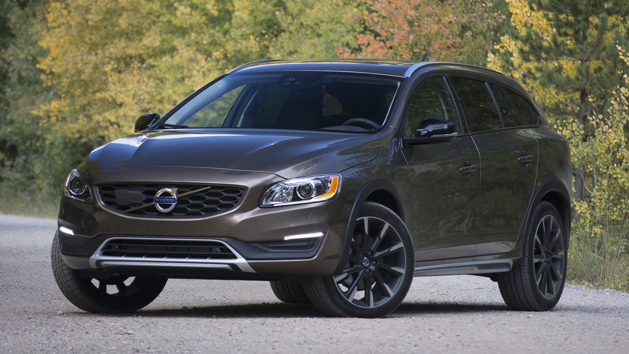 Mercedes Benz Of Des Moines >> 2018 Volvo V60 Cross Country. Plain V60 2018 Volvo V60 Cross Country Exterior Photo And Volvo ...