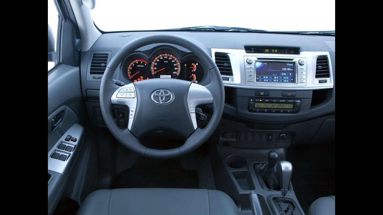 Toyota Hilux Flex ganha tração 4x2 e câmbio automático na versão SRV