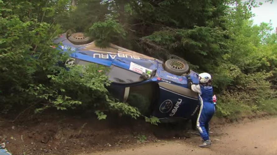 Ralli pistinde yaşanan korkunç kaza rallicilerin yarışı bitirmesine engel olamıyor