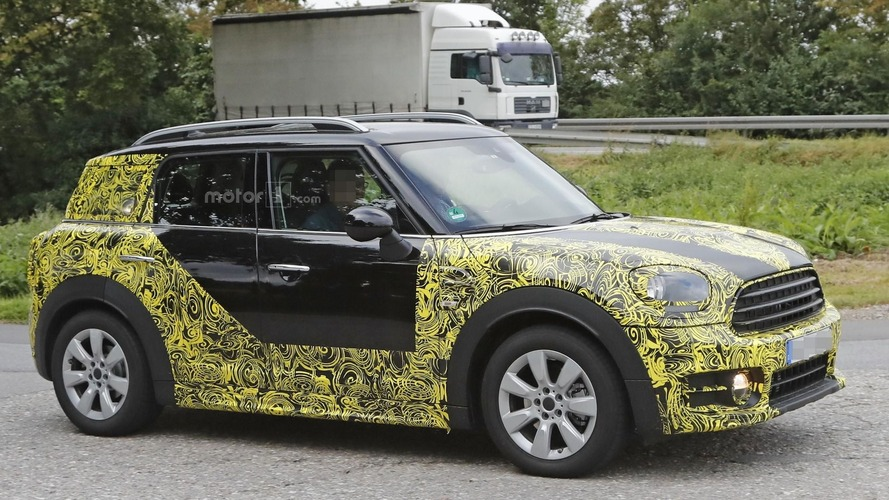 2017 Mini Countryman stubbornly keeps camo during tests