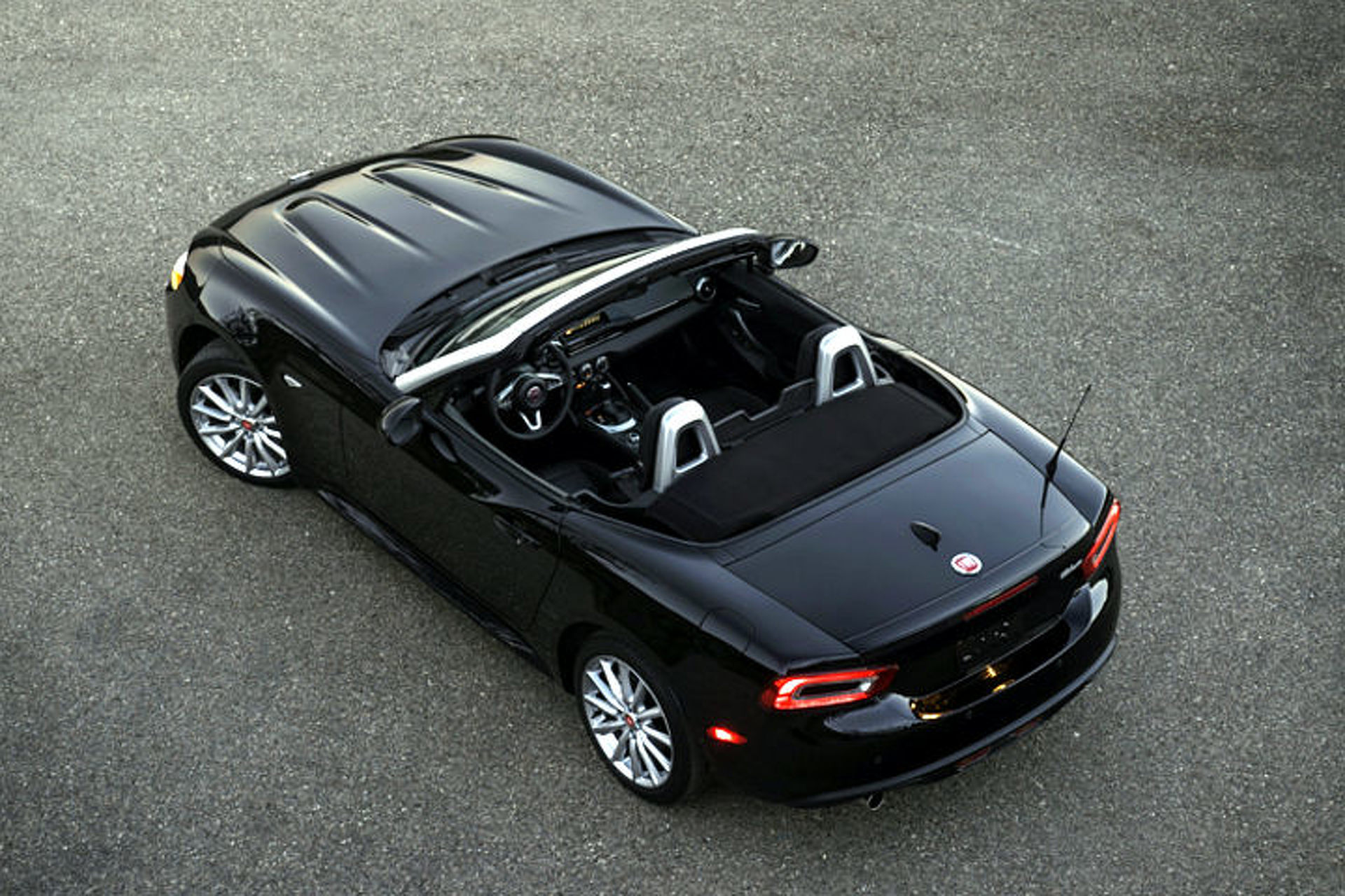 "New 2017 Fiat 124 Spider is Italian for ""Miata"""