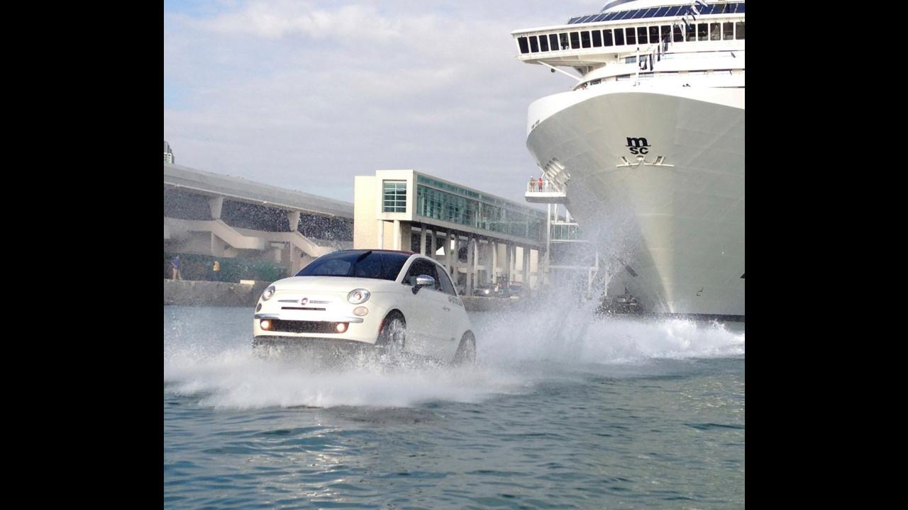 Fiat 500 scorta una nave da crociera